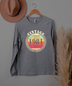 Vintage Born August 1981 40th Birthday Retro 40 Years Old T-Shirt
