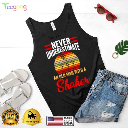 Never Underestimate An Old Man With A Shaker Bartender Drink VIntage Sunset T Shirt (4)