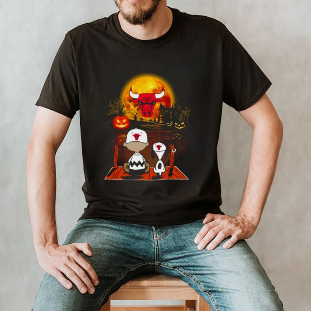 Snoopy and Charlie Brown Pumpkin Chicago Bulls Halloween Moon shirt